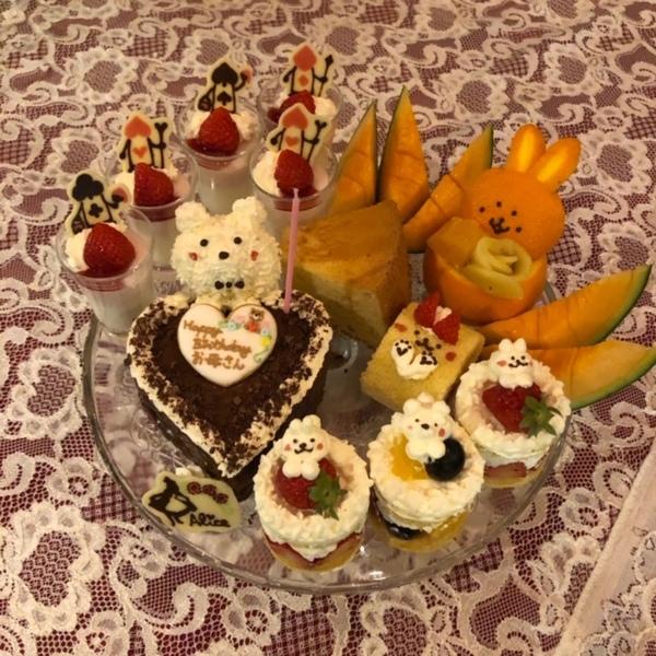 モッコウバラ、ナニワイバラの満開のアリスで、不思議の国のお誕生日会🎂