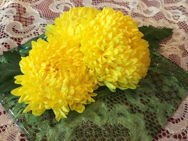 今日は9月9日 重陽の節句(菊の節句) 菊を飾って不老長寿を祝います。菊理媛命を祀る六甲山神社の大祭です。