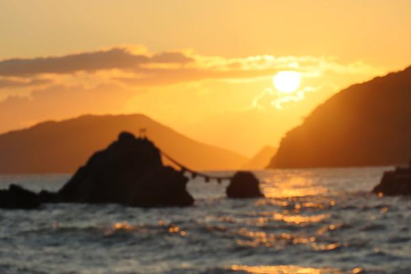 夫婦岩で朝を迎えています。今日はお伊勢さん参りです。