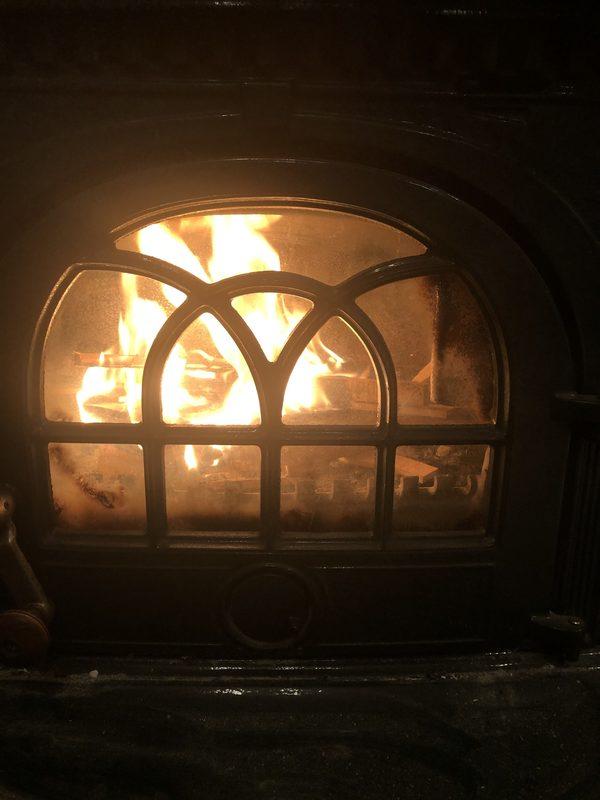 今朝は、この秋一番の冷え込み🥶早速初暖炉🔥やっぱりあったかい。🥰