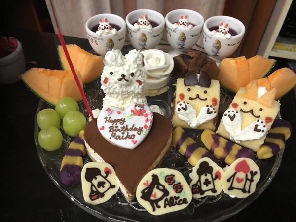 不思議の国のかわいいケーキでお誕生日のお祝いはいかが?