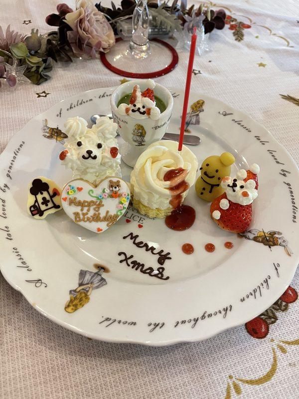 いちごサンタとマッシュポテトの雪だるまがかわいいお誕生日クリスマスデザート!